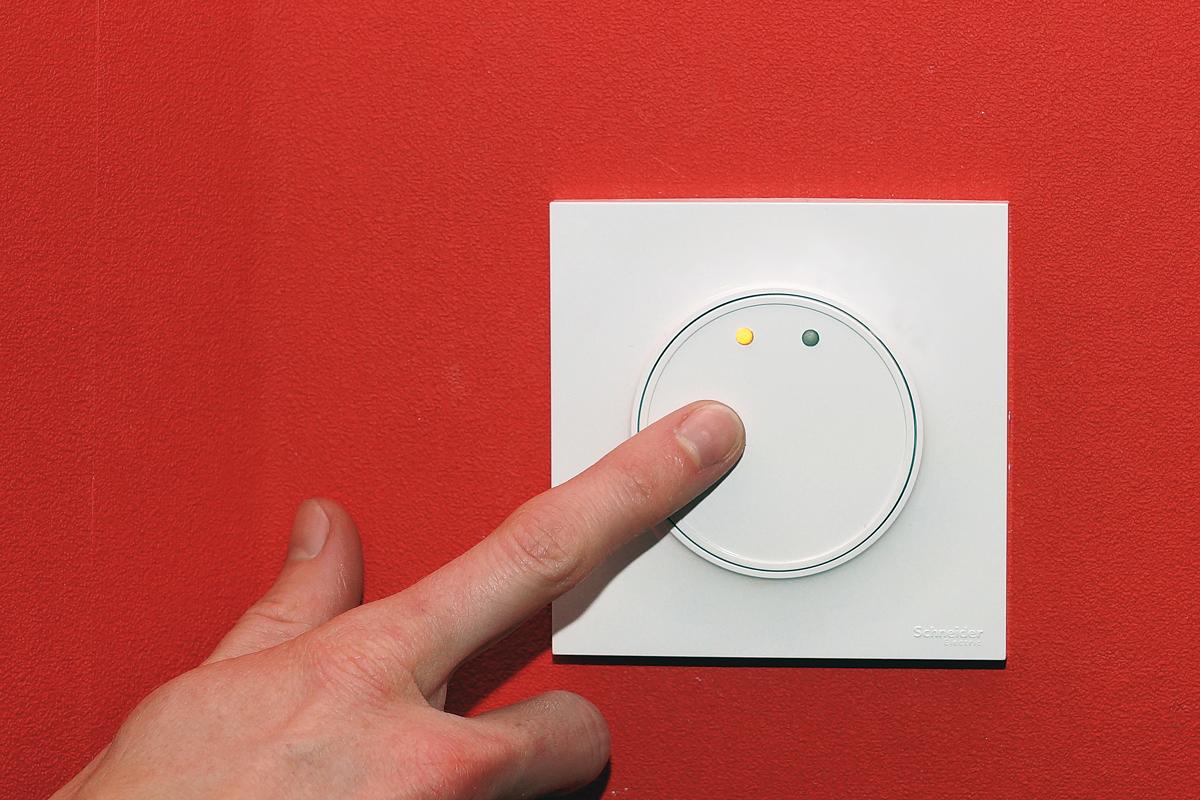 IMPACT : Interrupteur Mural Polyvalent À Commande Tactile