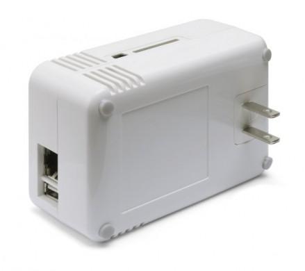 Un ordinateur dans une prise de courant