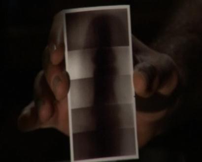 Une radiographie avec du ruban adhésif