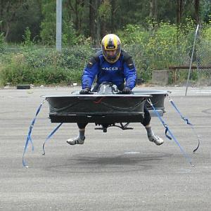 Une moto volante à plus de 200 kmh ?