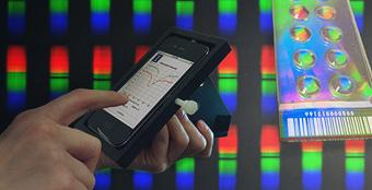 Labo d'analyse médicale dans un smartphone