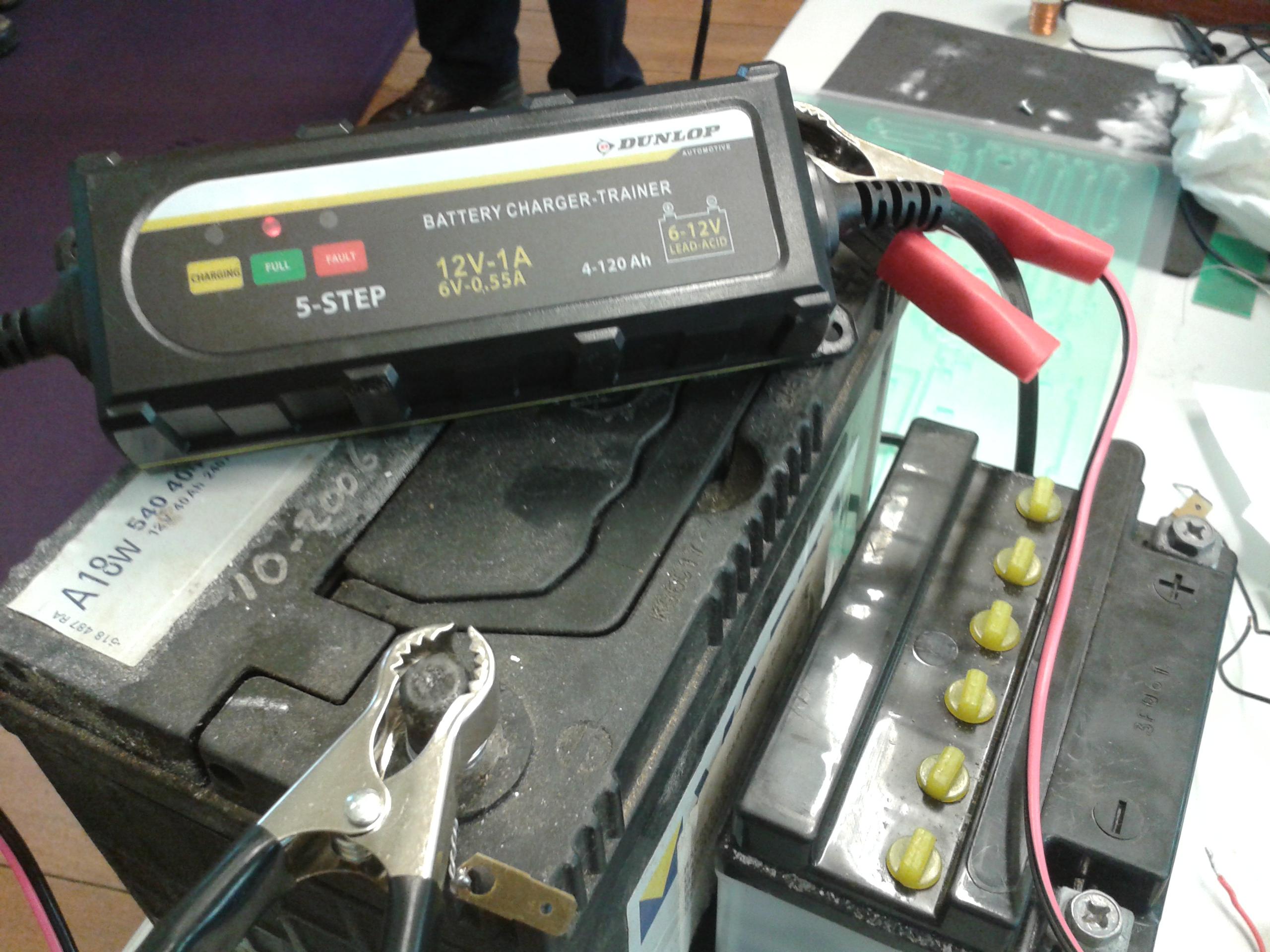 : Chargeur de batterie Dunlop Trainer Voiture et