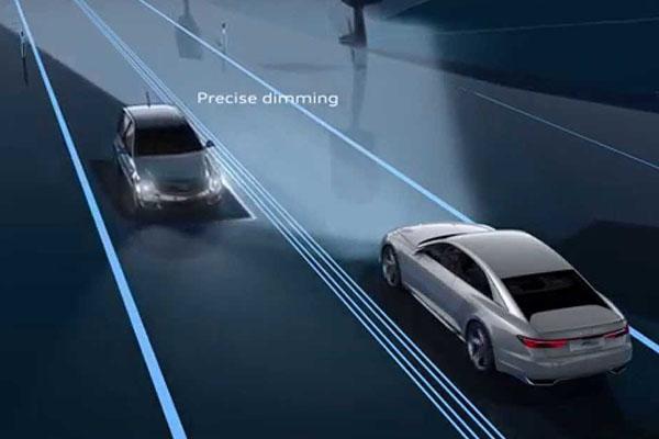 Les phares évitent automatiquement d'éblouir les véhicules arrivant en sens inverse.