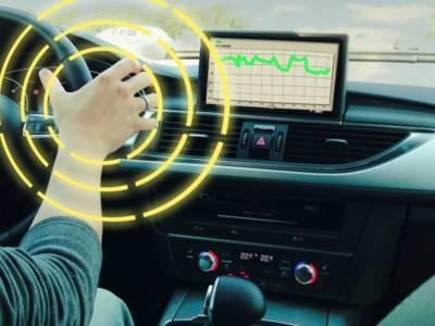 Le système incorporé dans le volant servirait aussi à commander divers appareils, comme l'autoradio.