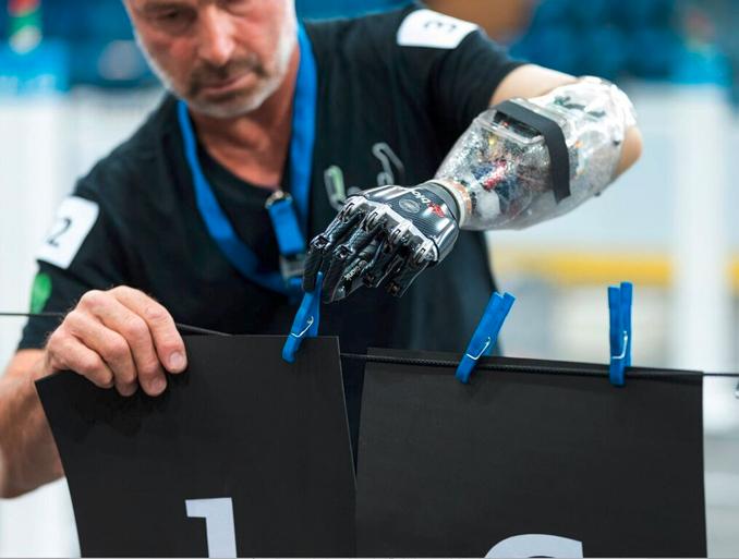 Les prothèses bioniques auront leurs  J. 0.
