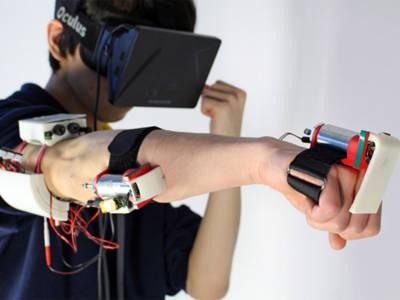 Grâce à Impacto, c'est tout votre bras qui va ressentir un coup de poing virtuel.